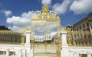 Versailles Palace's restored gate. (Copyright Marilyn Z. Tomlins)