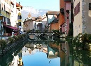 The beautiful town of Annecy on Lake Annecy (cc Marilyn Z. Tomlins)