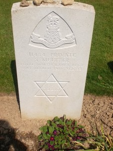 A tomb for one of the British soldiers who fell here (cc Marilyn Z Tomlins)