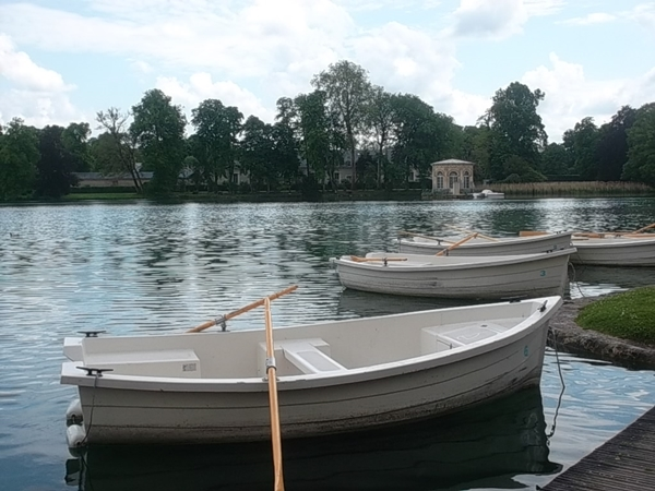 Boats to hire for sailing the lake: but only over weekends and public holidays. (cc Marilyn Z.Tomlins)