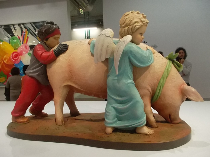 Jeff Koons at Beaubourg Centre. (Copyright Marilyn Z.Tomlins)