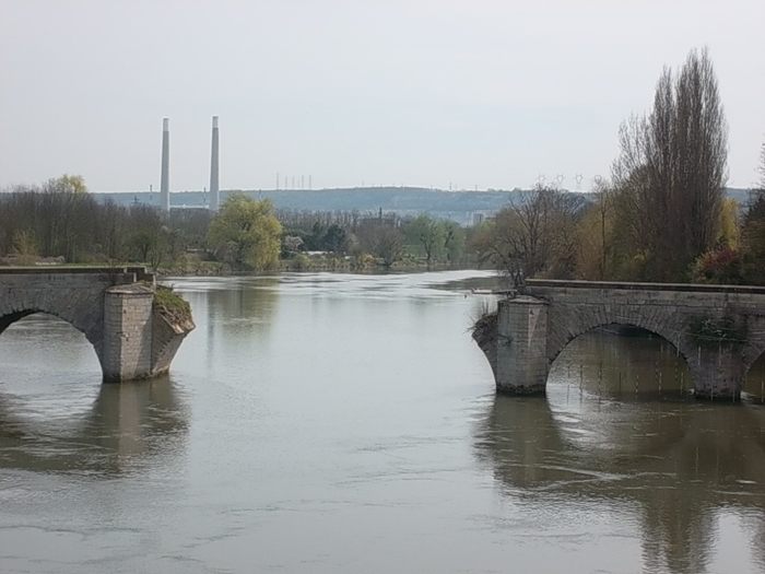 The Old Bridge of Limay (CC Marilyn Z. Tomlins)