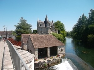 The bridge over the Loing in Moret (cc Marilyn Z. Tomlins)