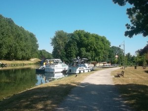 The Loing in Moret (cc Marilyn Z. Tomlins)