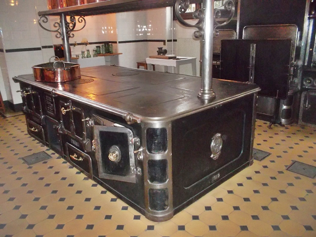 The stove in the kitchen of the Nissim de Camondo mansion (Marilyn Z.Tomlins)