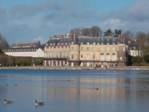 Rambouillet and its lake.