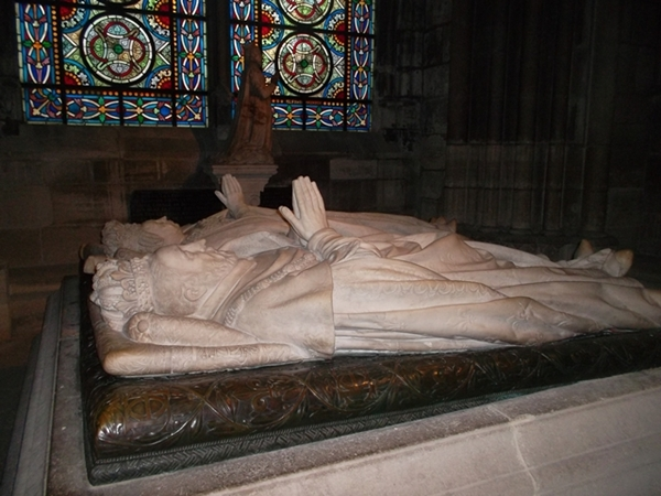 Sculpture of Henri 2 and his wife Catherine de Medici in Saint Denis Basilica (copyright Marilyn Z.Tomlins)