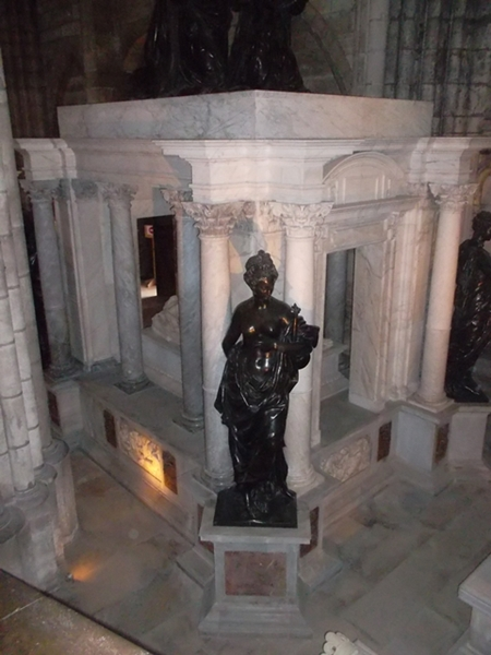 Tomb of Henry 2 and his wife Catherine de Medici (Marilyn Z. Tomlins)